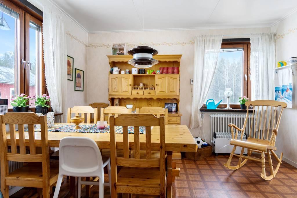 Kök med tillhörande matplats.