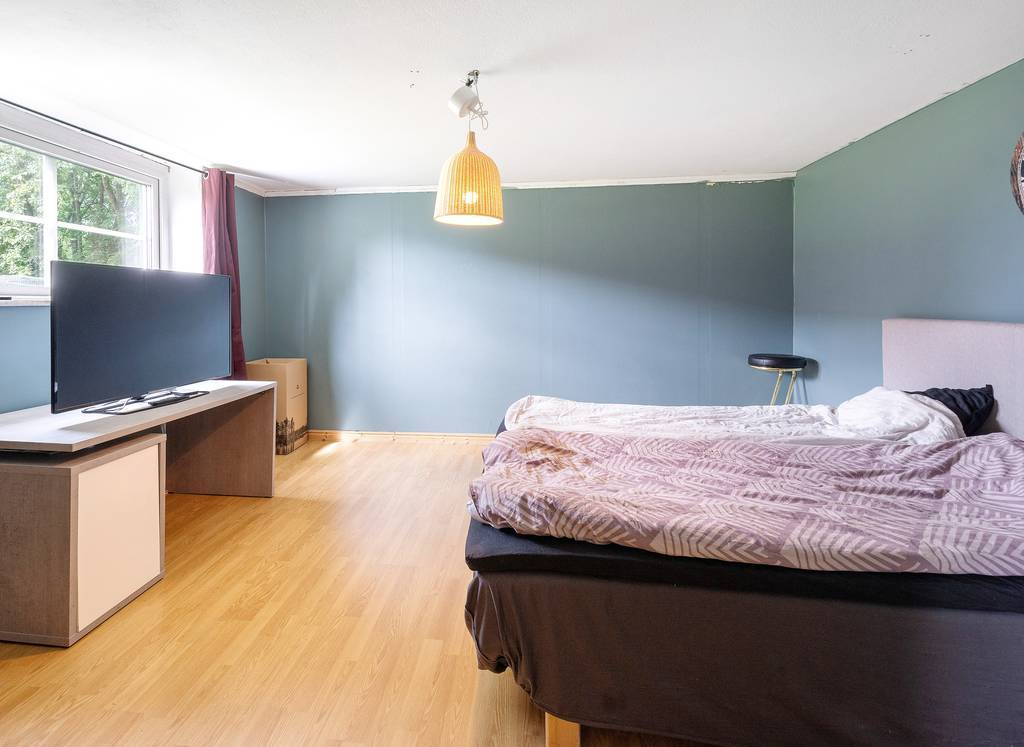Sovrum 5, källarvåning.