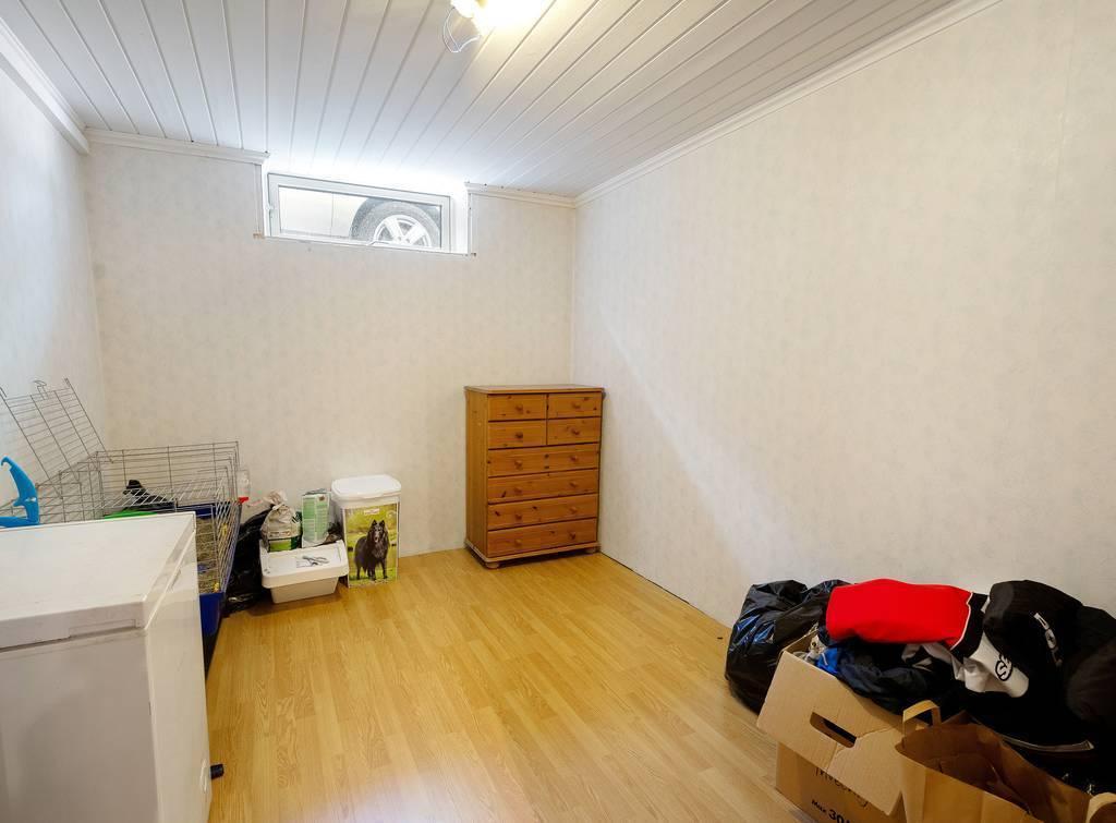 Sovrum 6, källarvåning.