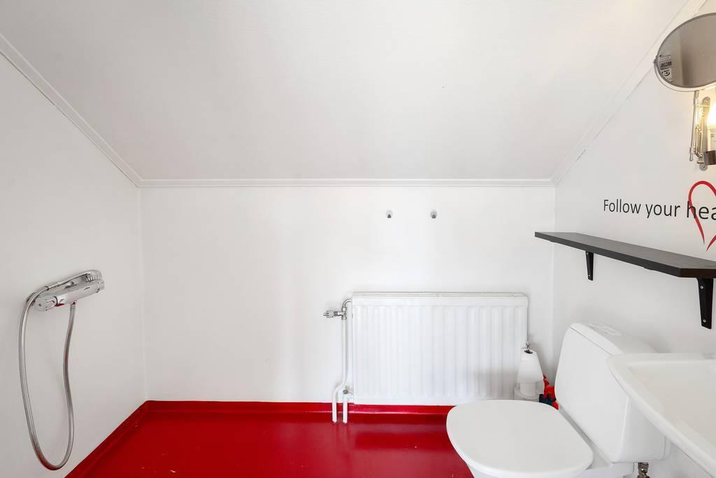 Badrum, övervåning.