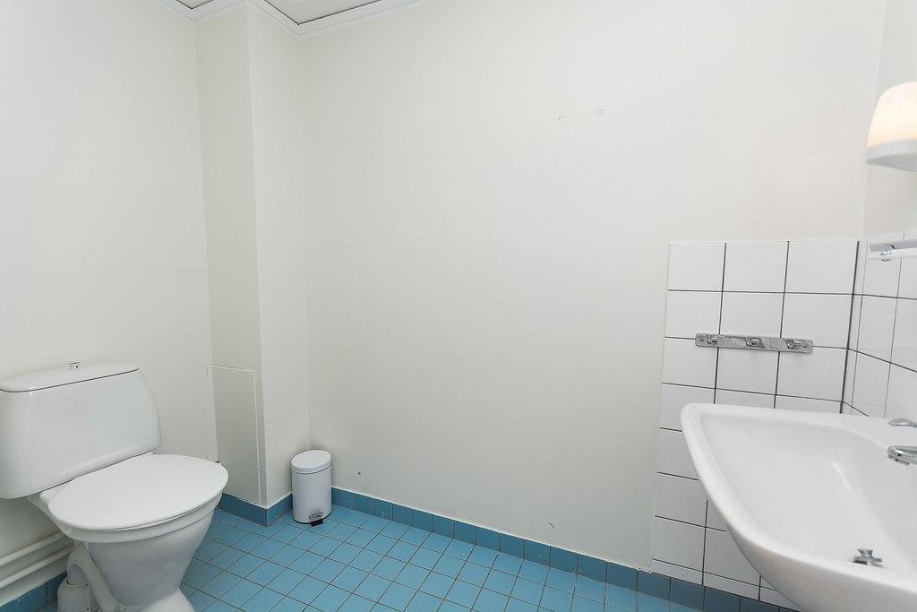 WC i uthyrningsrum plan ett.