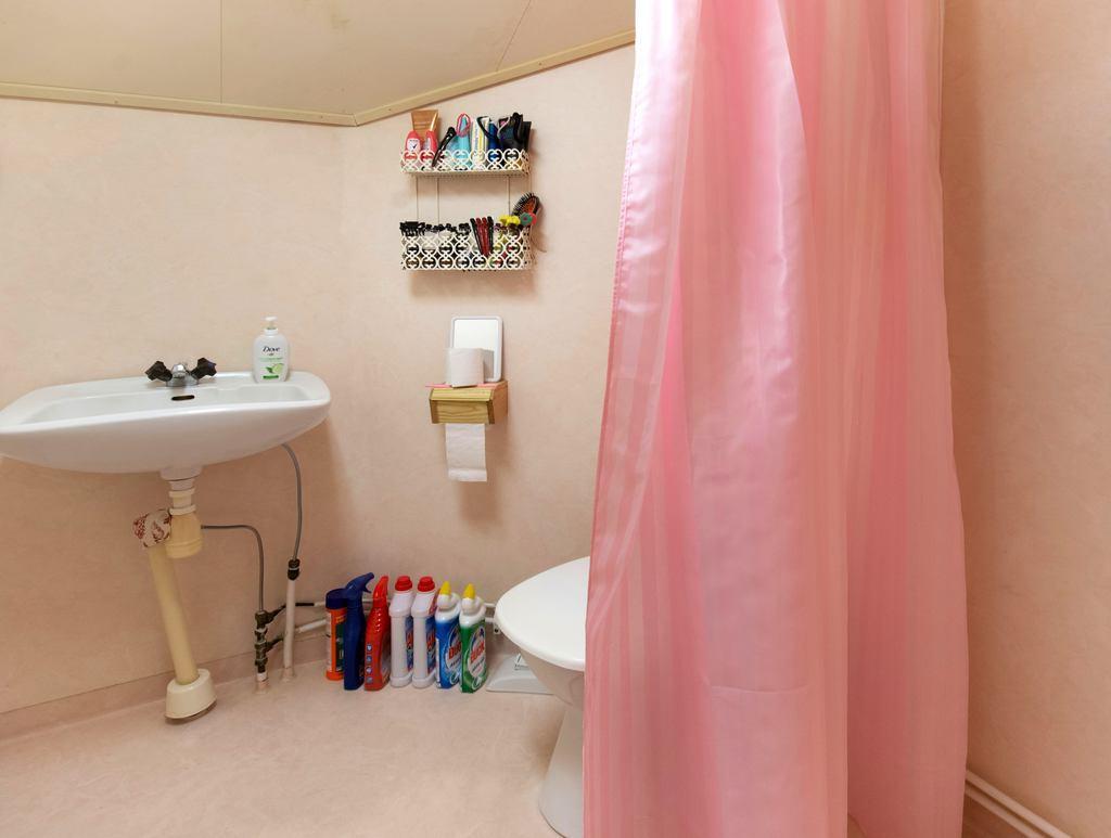 Badrum i lägenhet 2.