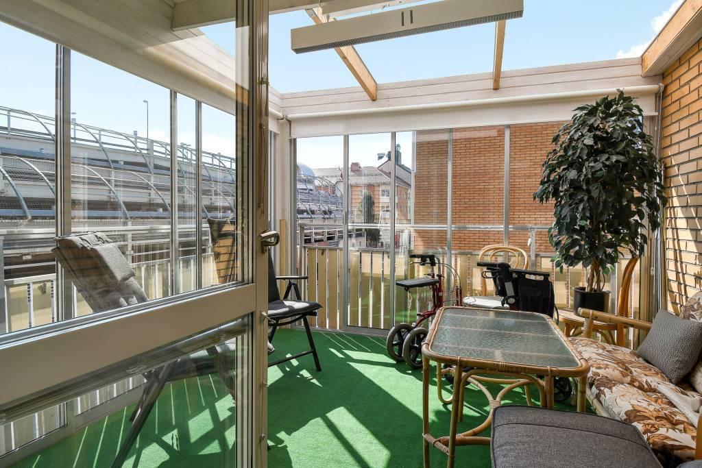 Stor balkong med magiskt ljusinsläpp!