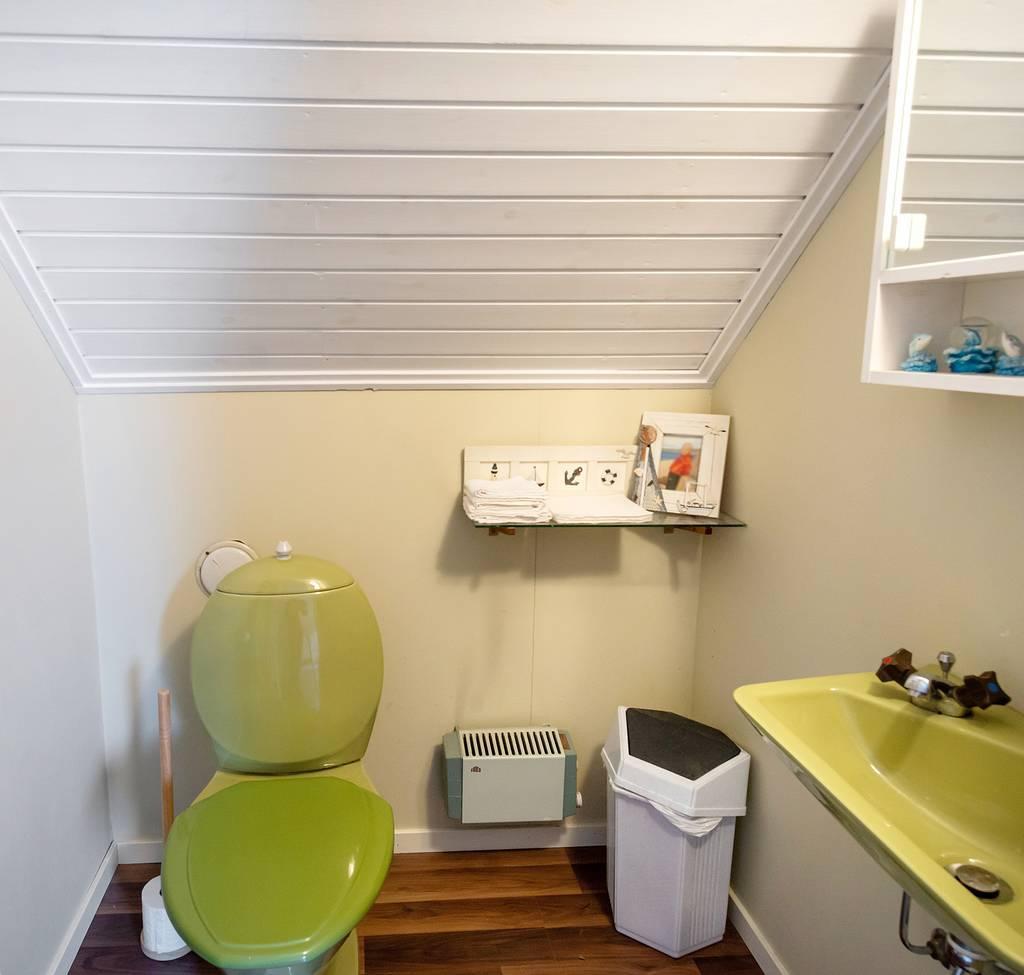 Toalett på övervåningen.