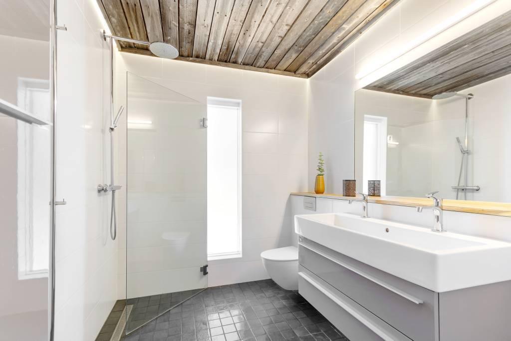 Superfräscht badrum på ovanplan! Här är golvvärme installerat