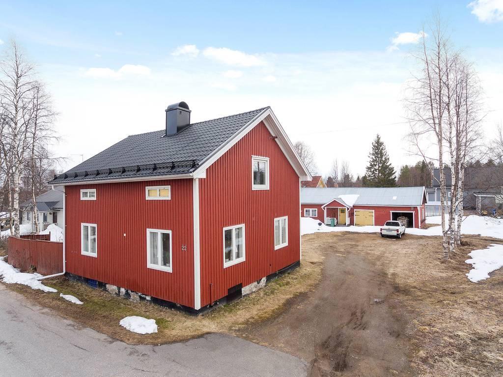 Fint läge med stor gård längs Stenborgsvägen.