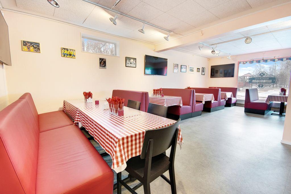 Nyrenoverad och fräsch restaurangdel i entrèplan