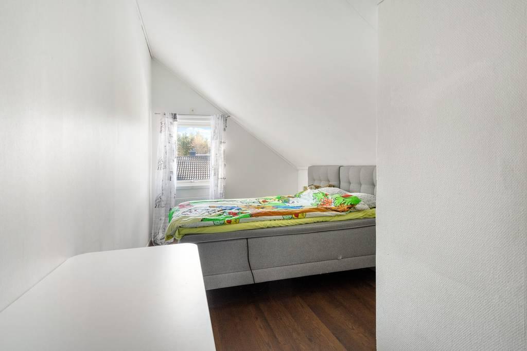 Sovrum 5, på övervåning.